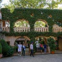 Один из двориков в мексиканской арт деревне :: Юрий Поляков