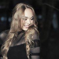 Высшее очарование женщины – застенчивость... :: Лилия .