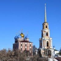 Я в Рязанский кремль войду, словно в сказку попаду, всюду храмы, купола, в сине :: Galina Leskova