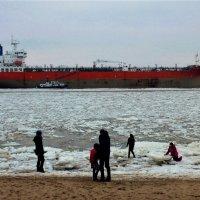Лёд на реке :: Nina Yudicheva