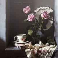 Розы в нише :: Татьяна Карачкова