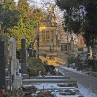Славин - мавзолей на Вышеградском кладбище :: ИРЭН@ Комарова