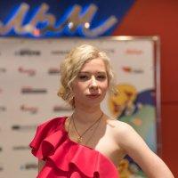 Красное платье :: Алексей Саломатов