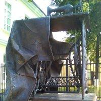 Памятник швейной машинке Зингер :: Елена Бушуева