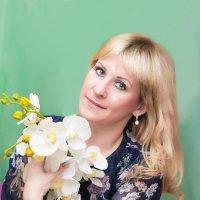 Девушка с орхидеей :: Оксана Романова