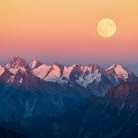 восход луны над кавказким хребтом :: Алексей Mukusu
