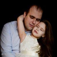Когда у мужчины рождается сын - он становится отцом, а когда дочка - папулей :: Светлана Соколова