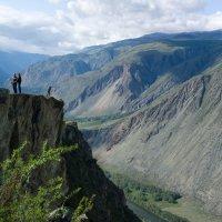 Туристы на перевале Кату-Ярык :: Валерий Михмель