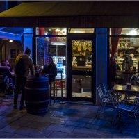 У ночного кафе.. :: Виктор Льготин
