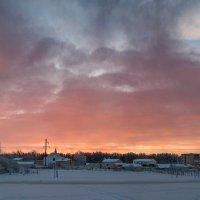 Морозный, розовый восход Окрасил утро января...        23.01.2018 :: Анатолий Клепешнёв