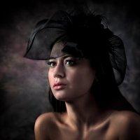 Девушка в шляпке...2 :: Андрей Войцехов