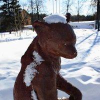 Медвежонок раньше весны вылез из берлоги. :: Лира Цафф