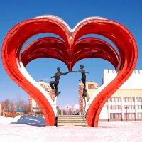 Наро-Фоминск. Скульптура в честь влюблённых :: Сергей Никитин