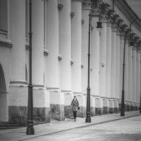 Девушка по городу идет... :: Алексей Федотов