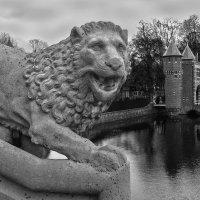Замок де Хаар. Страж. :: Mari_L