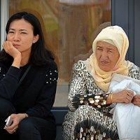 Бабушка и внучка :: Асылбек Айманов