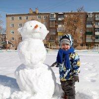 До мая снега хватит нам лепить снеговиков!:) :: Андрей Заломленков