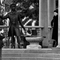 На фоне Пушкина, и птичка вылетает :: Екатерина Торганская