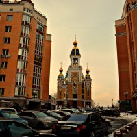 А церкви строят все ближе и ближе к дому... :: Валентина Данилова