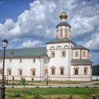 Трапезная с церковью Богоявления Господня :: Галина Каюмова