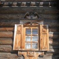 Окно со ставнями жилого дома крестьянина Е.А. Костина (1871). :: Наталья Сафонова