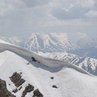 Горы в снегу :: Виктор Осипчук
