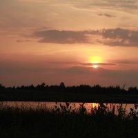 Закат над озером :: Денис Ткаченко