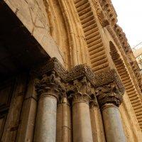 Средняя колонна Храма Гроба Господня в Иерусалиме :: лена палюшина
