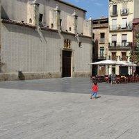 Испания. Мальчик смотрит в небо, вдруг оно снова безоблачное? :: Валерий Струк