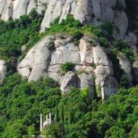 Часовенка под горой Монсерат. :: Валерий Струк