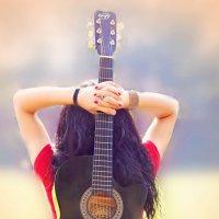 девушка с гитарой :: Ира Кондрашкова