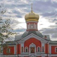 Надвратная церковь Святителя Филиппа :: Галина Каюмова