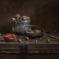 натюрморт с орехами и гранатом :: Evgeny Kornienko