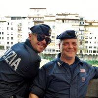 Флоренция...два   очень  улыбчивых  полицейских... :: backareva.irina Бакарева