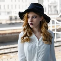девушка в шляпе :: юрий карпов