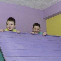 мальчишки на крыше :: Ольга Русакова