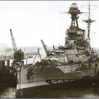 "Battleship HMS ""Valiant"" in floating dock at Invergordon, late 1918 or 1919. :: Александр"