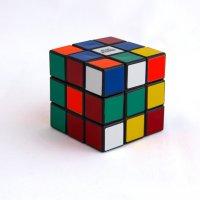 Легендарная игрушка-кубик Рубика. :: Анатолий Грачев
