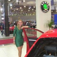 зеленое платье и красный автомобиль :: Димончик