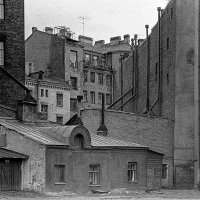 Санкт-Петербург, двор дома на проспекте Добролюбова. :: Игорь Олегович Кравченко