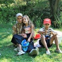 Бабушка с внуками :: Аркадий Басович