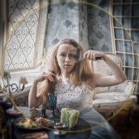 Портрет девушки с лупой... :: Галина Шляховая