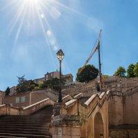 Ош-город д'Артаньяна. Старинная лестница. Памятник д'Артаньяну. :: Надежда Лаптева