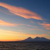 Вулканы на закате :: Сергей Ш.