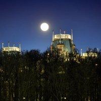 Дворец и луна :: Alex Sash