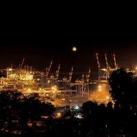 В порту не спят... :: Vanda Kremer