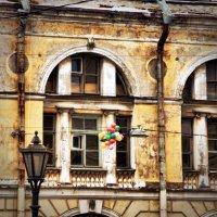 А за окошком месяц май.. :: Андрей Колмаков