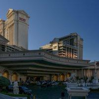 Так выглядит главный вход в отель Caesars Palace (Дворец Цезаря). Лас Вегас :: Юрий Поляков