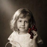 Девочка с черешней :: Римма Алеева