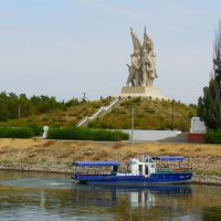 """Монумент """"Соединение фронтов"""". Скульптор Е.В. Вучетич :: Надежда"""